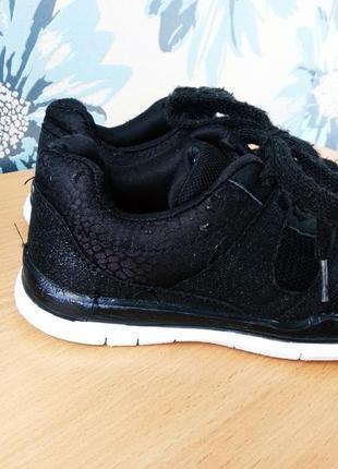 Кроссовки для девочки на физкультуру на шнурках с блестками черные 33 размер 21 см.3 фото