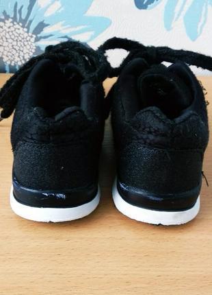 Кроссовки для девочки на физкультуру на шнурках с блестками черные 33 размер 21 см.4 фото