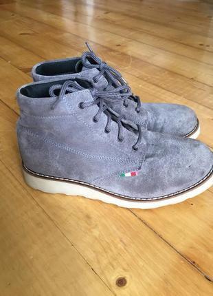 Замшеві черевики, італія