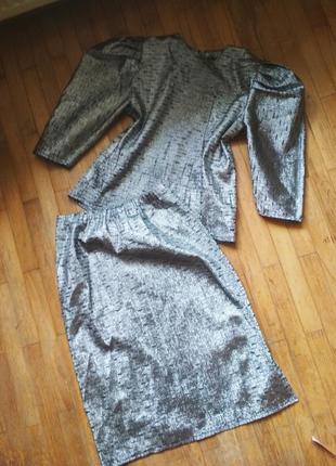 Стильный серебристый костюм рукава - фонари