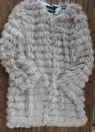 Шикарная лёгкая бежево-пудровая эко шубка оверсайз на застёжках с карманами