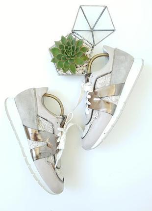 Бежевые кожаные кросовки с красивыми вставками