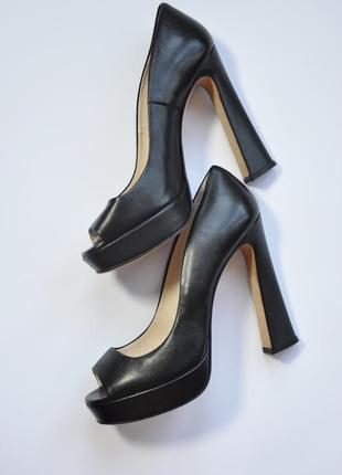 Элегантные чёрные туфли от итальянской фирмы poletto verno cuoio.