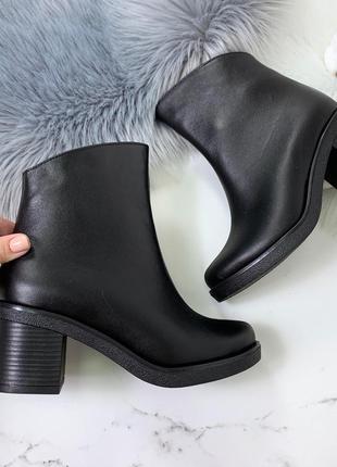Шикарные кожаные ботинки на каблуке,чёрные демисезонные ботинки из натуральной кожи.