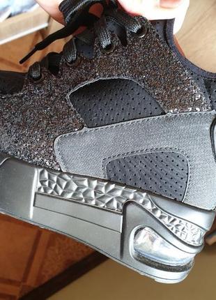 Крутые кроссовки сникерсы
