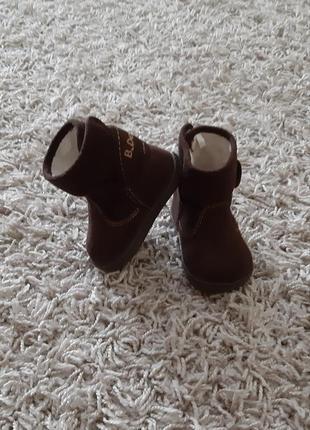 Осінні чобітки, угги h&m для хлопчика 16/17 розміру.