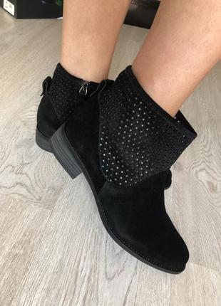 Ботинки чёрные замшевые кожаные стильные новые 39 размер женские