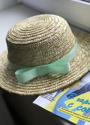 Соломенная шляпка канотье женская с мятной лентой