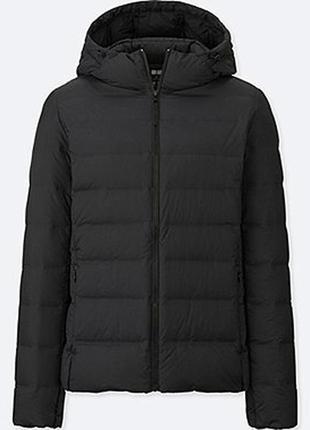Легкая куртка пуховик uniqlo, складывается в мешочек, размер м,  ultra light down parka
