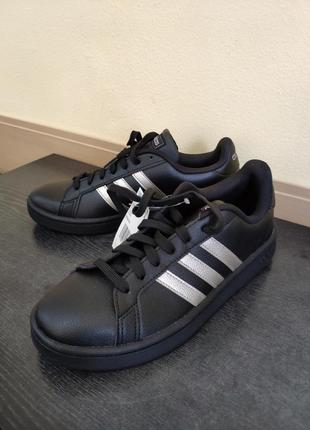 Кожаные черные кеды adidas