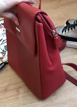 Шикарный красный рюкзак