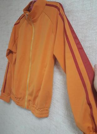 Стильный классный бомбер ..кофта .легкая куртка