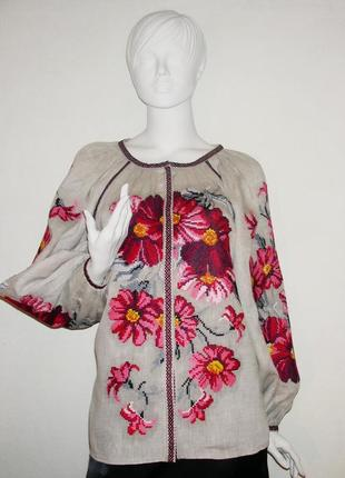 Вышитая блузка из высококачественного льна.