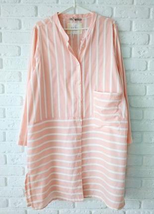 Платье-рубашка в полоску.
