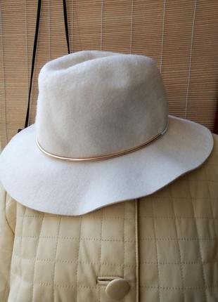Шляпа шерстяная в молочном оттенке