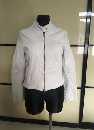 Шкіряна біла куртка