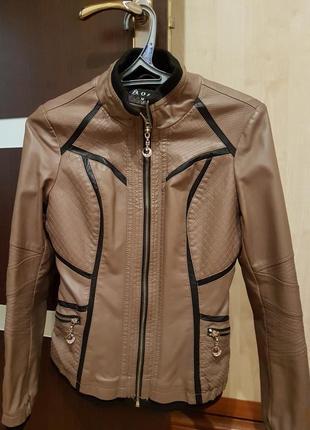 Демисезонная куртка из качественного кожзама