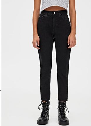 Черные джинсы мом с завышенной талией