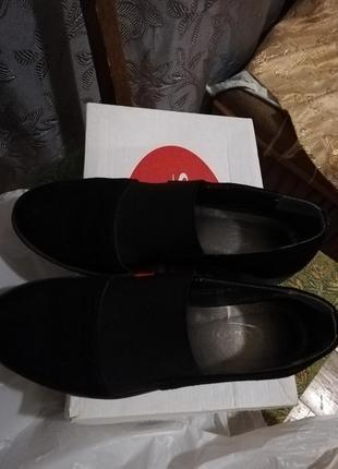 Суперские туфли на низком каблуке.