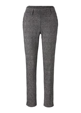Жаккардовые брюки зауженного силуэта от бренда tchibo, германия