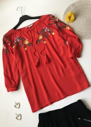 Блуза с вышивкой f&f свободного кроя