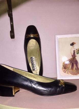 Чёрные кожаные туфли на низком каблуке производство испании