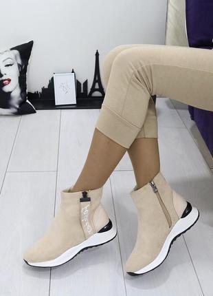 Новые шикарные женские осенние бежевые ботинки