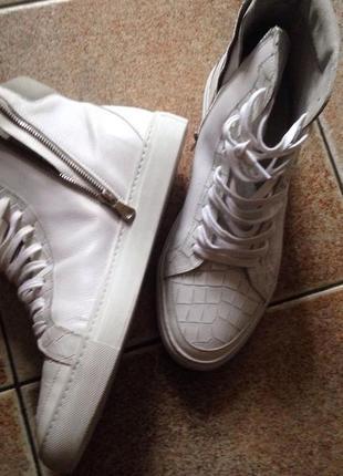 Модные ботинки на крупную ножку