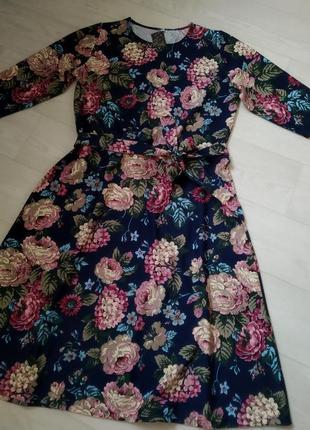 Стильна яскрава сукня
