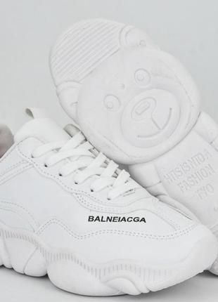 Белые крутые кроссовки подошва мишки