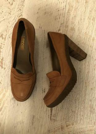 Новые натуральные фирменные туфли 41р.4 фото