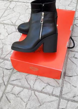 Кожа ботинки бательоны на каблуке с молниями зимние и демисезонные