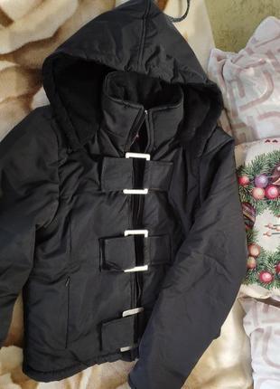Женская черная зимняя укороченная куртка пуховик с капюшоном пуффер оверсайз стеганная