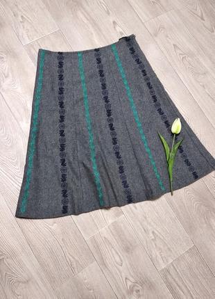 Теплая миди юбка расклешенная клеш  шерстяная с вышивкой
