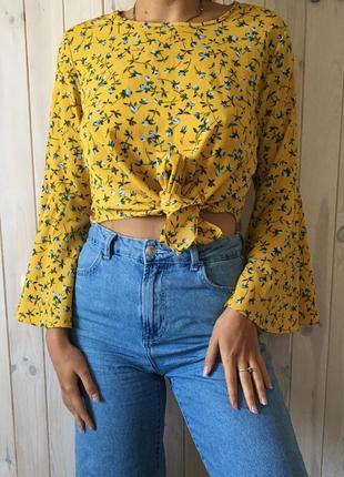 Желтая блузка на завязке с широкими рукавами