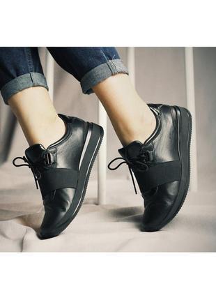 Стильные кожаные женские черные кроссовки с резинкой натуральная кожа