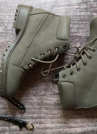 Стильные демисезонные ботинки primark, хаки, eur 38, us 73 фото