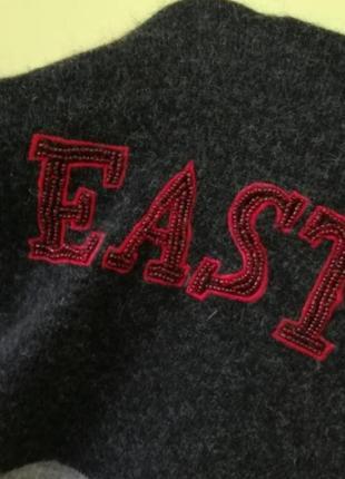 Теплый свитер под горло с вышивкой из бисера3 фото