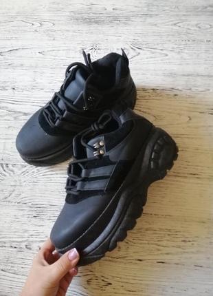 Массивные кроссовки кроссы на высокой подошве