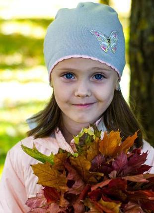 Красивая шапка на девочку с серебряной нитью и бабочкой в камнях 2-5 лет