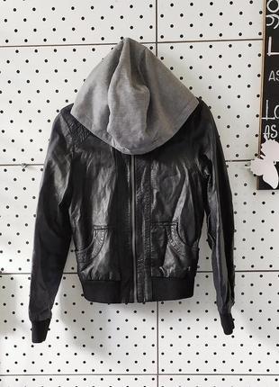 Кожанка спортивная кожаная куртка с капюшоном мягкая удобная курточка new look рр xs/s