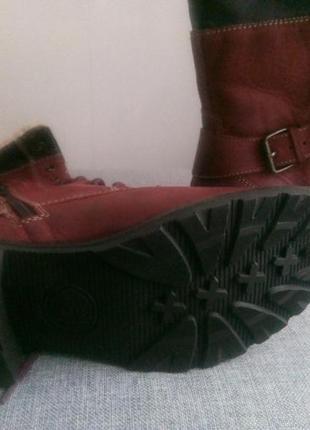Женские зимние короткие ботинки на шнурках.