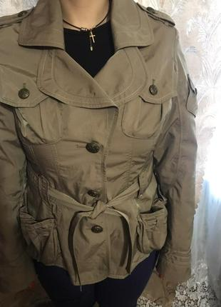 Стильная лёгкая куртка ветровка .