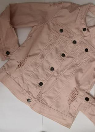 Стильная курточка - рванка с глубокими карманами, размер м