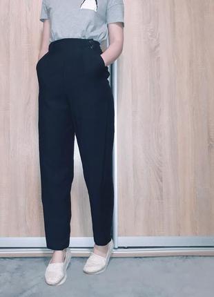 Свободные шерстяные брюки бананы на высокой посадке на запах ровного кроя