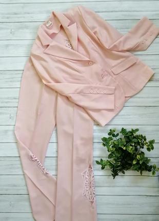 Шикарный брючный костюм нежного розового оттенка пиджак м