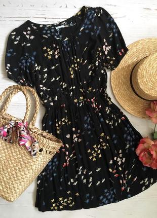 Красивое платье в цветочный принт (s)