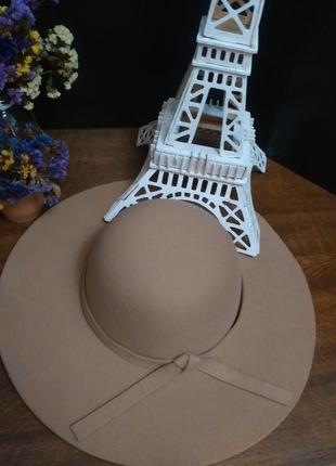 Модная фетровая широкополая шляпа