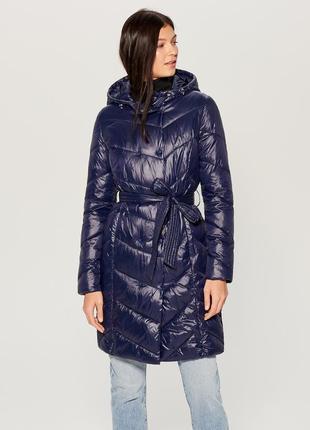Стеганое демисезонное пальто с капюшоном mohito