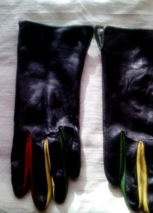 Интересные перчатки с цветными вставками